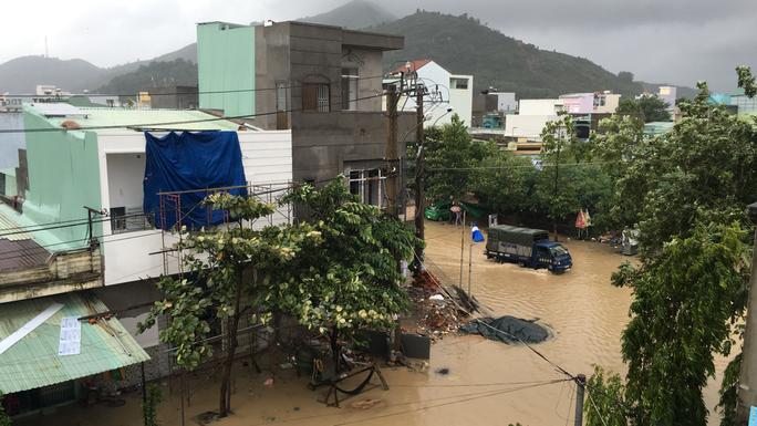 Khu dân cư phường Nhơn Bình, TP Quy Nhơn bị ngập nước trong đợt lũ vừa qua