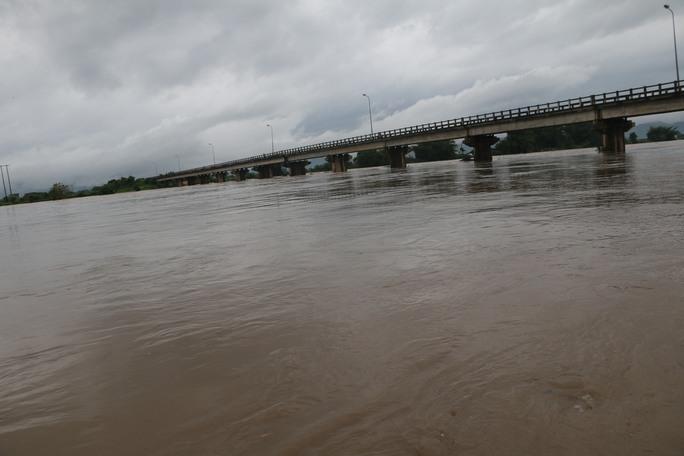 Thủy điện xả lũ, nước sông Ba đang lên nhanh
