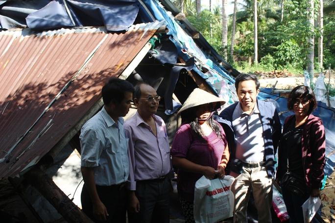 Căn nhà bị sập hoàn toàn của chị Nguyễn Thị Vinh (xã Xuân Cảnh, thị xã Sông Cầu, Phú Yên)