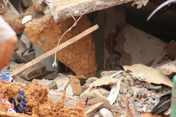 Ngôi nhà nạn nhân bị mắc kẹt bị chôn vùi trong đống đổ nát