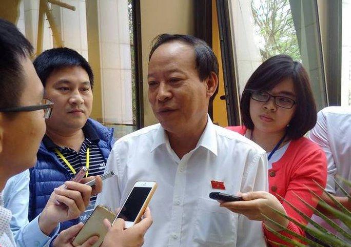 Thượng tướng Lê Quý Vương trao đổi với báo chí sáng 4-11 - ảnh Nguyễn Quyết