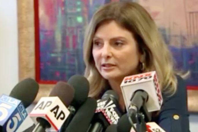 Bà Lisa Bloom, luật sư của người phụ nữ tên Jane Doe. Ảnh: Reuters