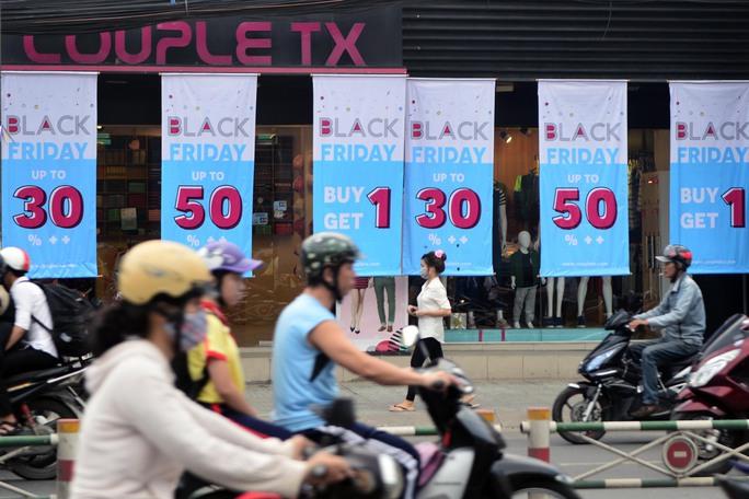 Một cửa hàng trên đường Quang Trung (Quận Gò Vấp) khá vắng vẻ dù có nhiều chương trình khuyến mãi