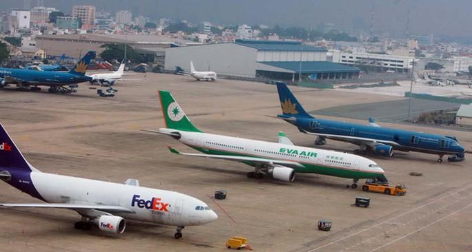 Sân bay Tân Sơn NhấMáy bay đậu tại sân bay Tân Sơn Nhất đang bị quá tảiẢNH: ĐÀO NGỌC THẠCH
