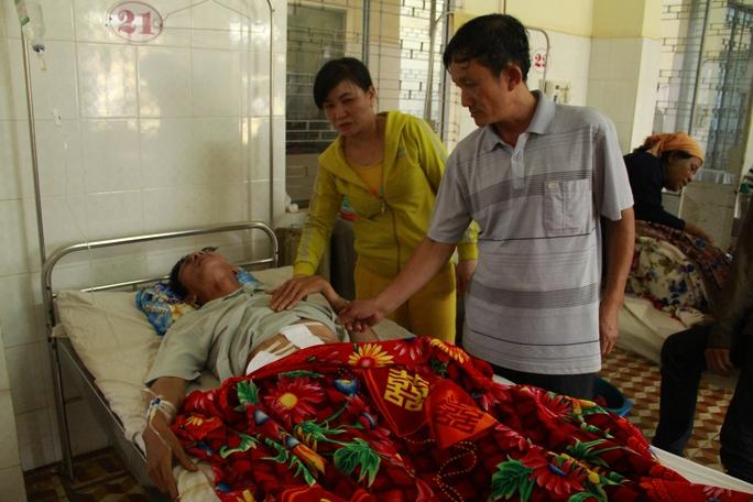 Ông Ngọc lúc đang điều trị tại Bệnh viện Đa khoa tỉnh Đắk Lắk