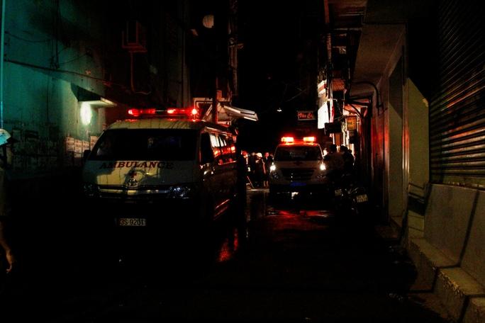 Nhiều xe cứu thương được huy động tới hiện trường để chở các nạn nhân đi