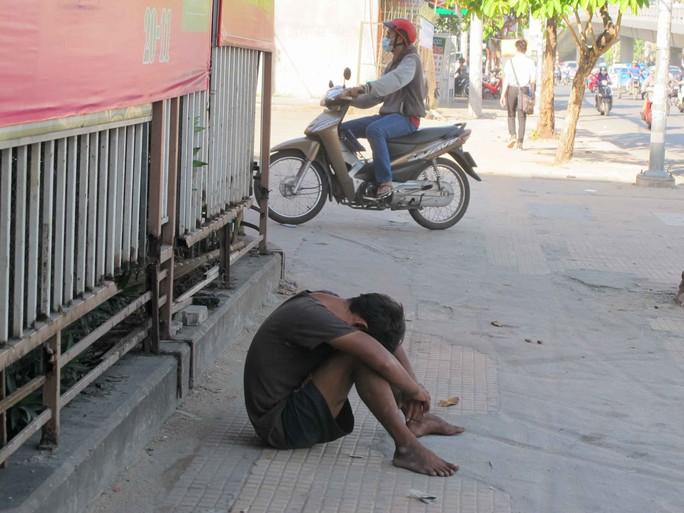 Một người tâm thần trên đường Cộng Hòa, quận Tân Bình, TP HCMẢnh: Phạm Dũng