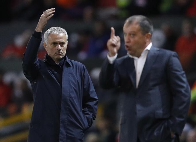 HLV Jose Mourinho rất bực mình vì trợ lý nắm bắt thông tin đối thủ đến từ Ukraine không tốt
