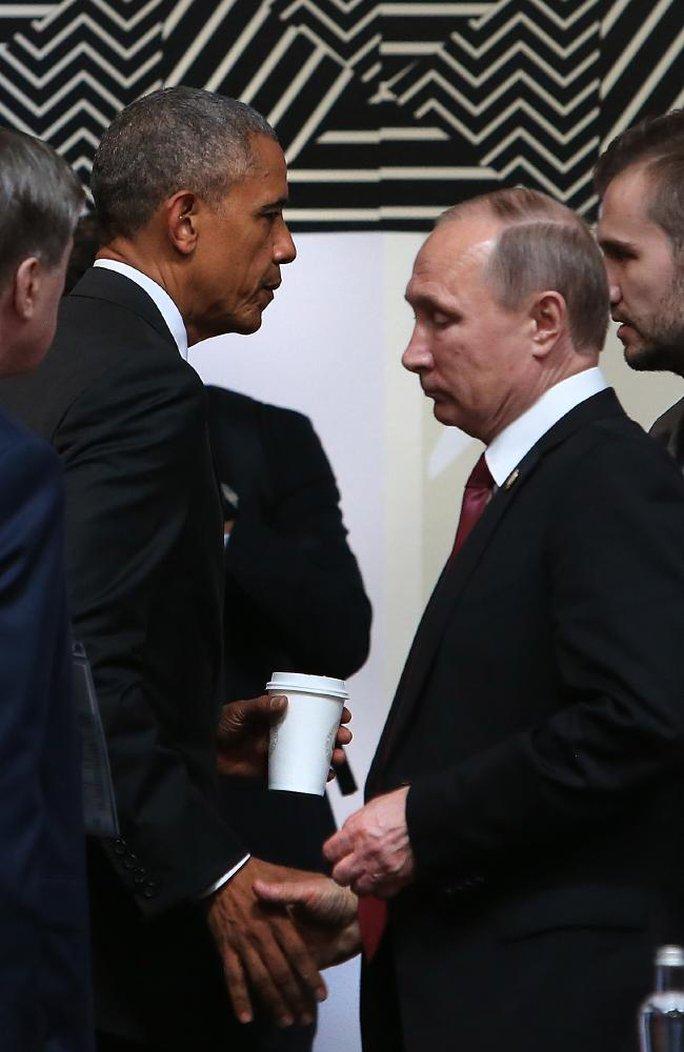Hai ông Obama và Putin hầu như không nhìn mặt nhau khi bắt tay. Ảnh: NEWS CORP AUSTRALIA