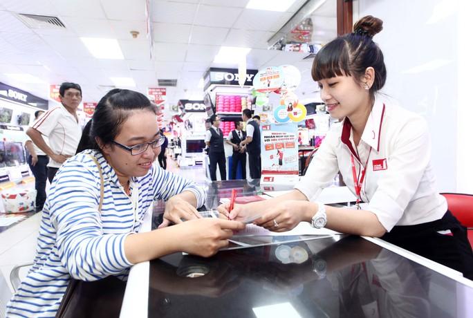 Trên thị trường hiện nay có khoảng 6 công ty tài chính cho vay tiêu dùng. Ảnh Quỳnh Hương