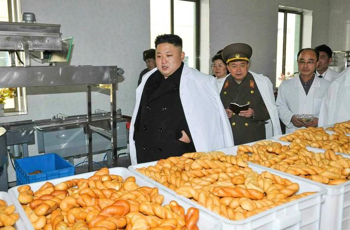 Theo The Sun, trong những năm gần đây, ông Kim tăng hơn 36 kg. Ảnh: EPA