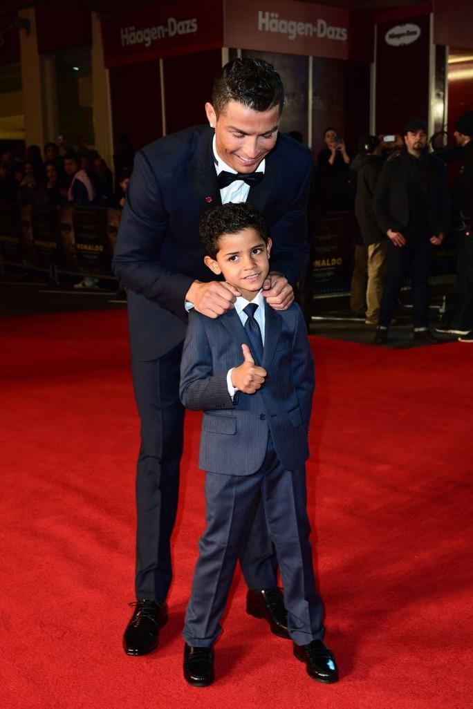 Ronaldo luôn truyền cảm hứng đam mê bóng đa cho con dù không ép buộc sẽ theo nghiệp bố sau này