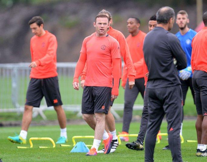Với Mourinho, Rooney vẫn quan trọng