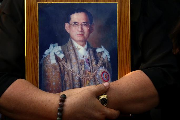 Quốc vương Thái Lan được toàn thể người dân Thái Lan thương tiếc