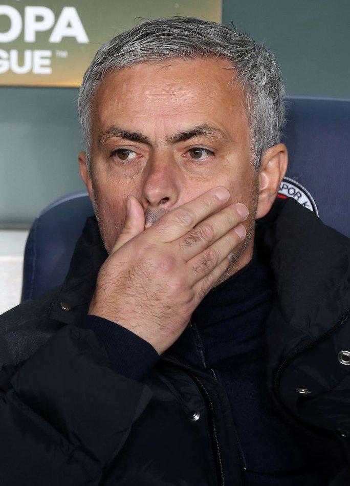 Mourinho có thành tích khởi đầu tệ nhất trong 3 HLV gần đây của M.U