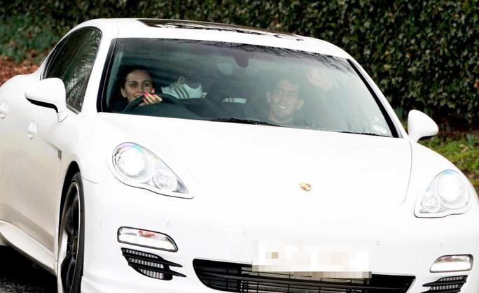 Với mức lương hằng năm ở Trung Quốc, Tevez có thể mua cả một đội siêu xe như thế này