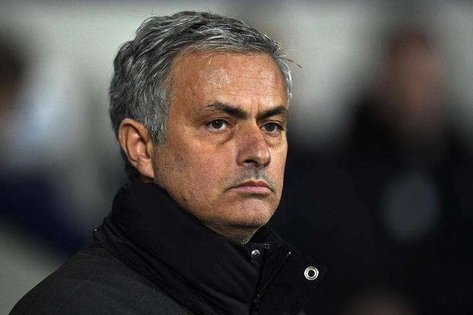 HLV Mourinho không hài lòng về phong độ của Rooney