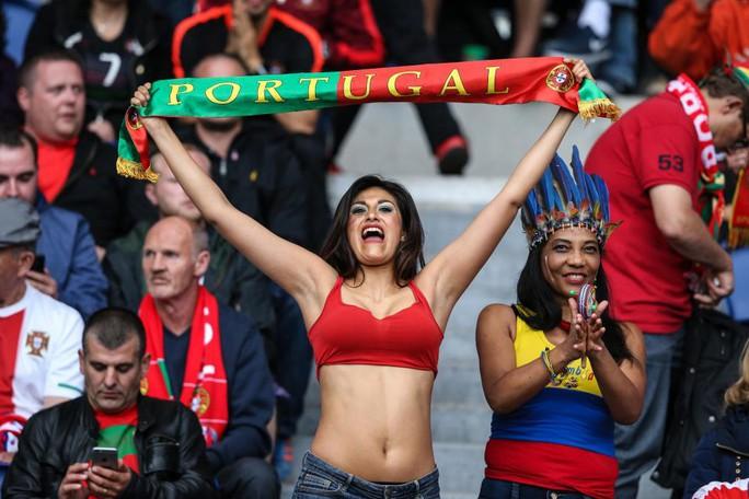 Fan của nhà vô địch Euro 2016 Bồ Đào Nha