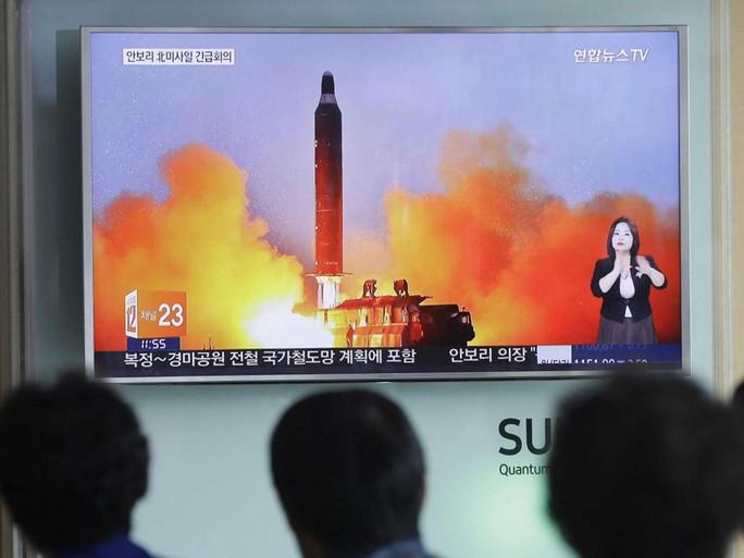 Triều Tiên chịu nhiều lệnh trừng phạt cứng rắn vì hành động phóng tên lửa, thử hạt nhân. Ảnh: AP