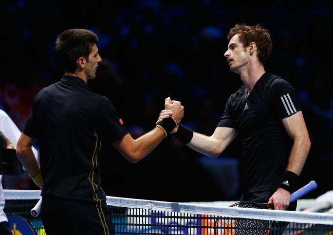 Djokovic có nguy cơ mất vị trí số 1 về tay Murray (phải) Ảnh: REUTERS