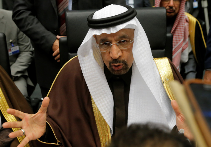 Bộ trưởng Năng lượng Ả Rập Saudi Khalid al-Falih tại Hội nghị OPEC ngày 30-11 Ảnh: REUTERS