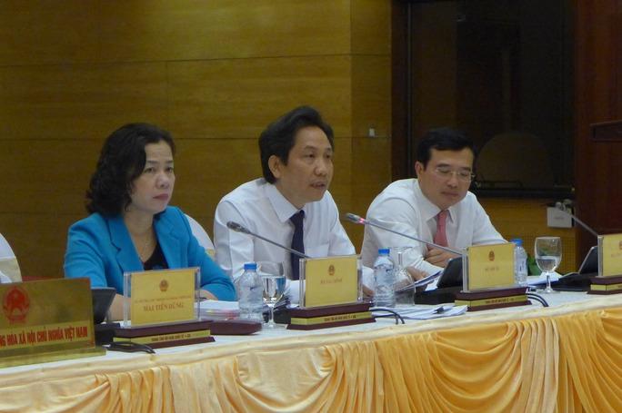 Thứ trưởng Bộ Nội vụ Trần Anh Tuấn trả lời tại buổi họp báo - Ảnh: B.Trân