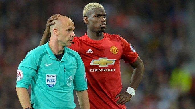 Trọng tài Taylor và Pogba