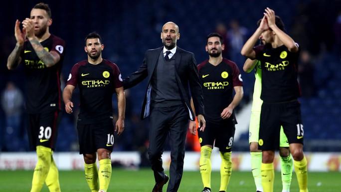 Trận thua Leicester cuối tuần qua khiến thầy trò Pep Guardiola lâm vào khó khăn