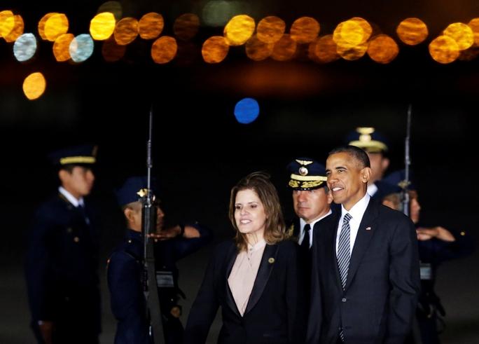 Bà Mercedes Araoz, Phó Tổng thống thứ hai của Peru, đón Tổng thống Mỹ Barack Obama ngày 18-11Ảnh: REUTERS