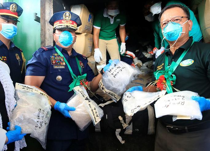 Cảnh sát Philippines thu giữ ma túy đá trong cuộc đột kích mới đây tại tỉnh Cavite, phía Nam thủ đô Manila Ảnh: Reuters