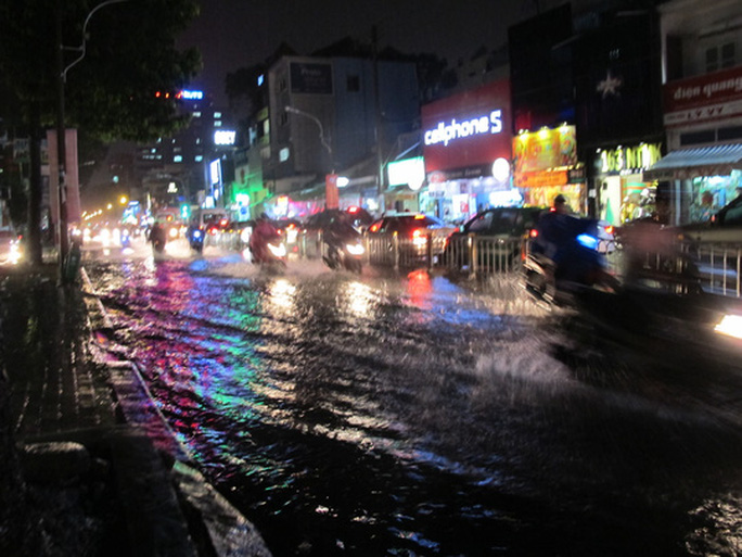 Đường Nguyễn Thị Minh Khai (phía quận 3)