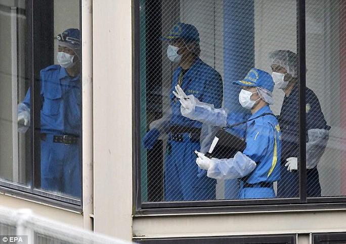 Giới chức điều tra tại hiện trường vụ thảm sát hồi tháng 7. Ảnh: EPA