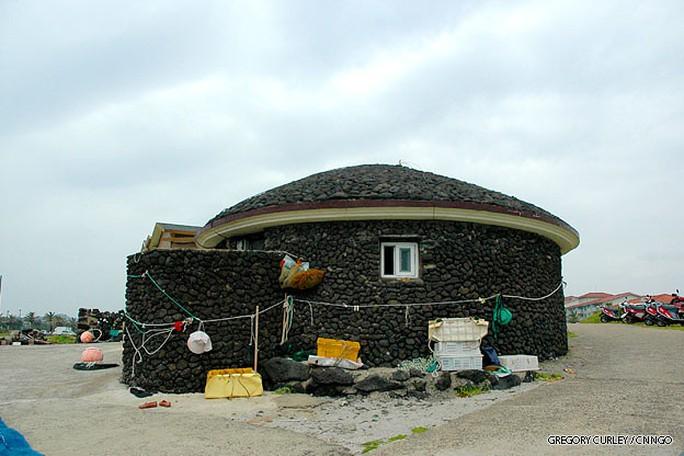 Một ngôi nhà của tiên cá Hàn Quốc. Ảnh: CNN