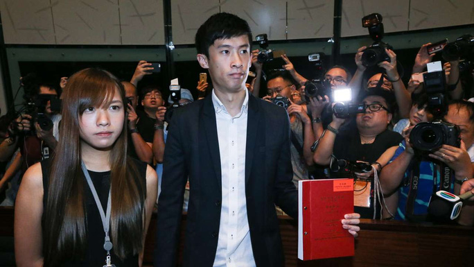 Yau Wai-ching (trái) và Sixtus Leung (phải). Ảnh: SCMP