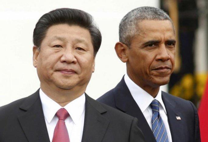 Tổng thống Mỹ Barack Obama (P) bên cạnh Chủ tịch Trung Quốc Tập Cận Bình trong lễ đón tiếp tại Nhà Trắng tháng 9-2015. Ảnh: Reuters