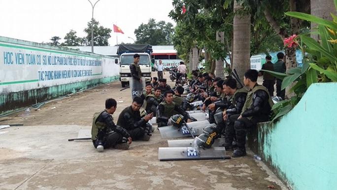 Lực lượng cảnh sát vẫn túc trực tại khuôn viên trung tâm