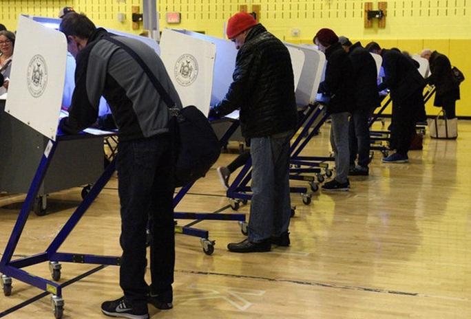 Cử tri Mỹ đi bầu cử tại Manhattan, New York. Ảnh: Reuters