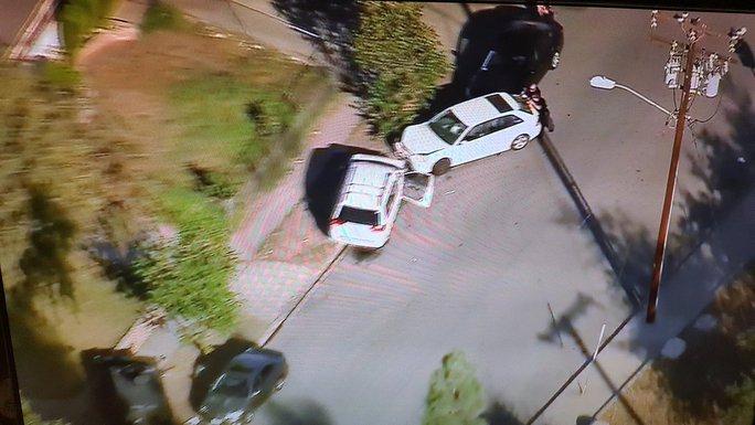 Một số xe cảnh sát tại hiện trường. Hiện có rất ít thông tin chi tiết về vụ xả súng. Ảnh: Twitter.