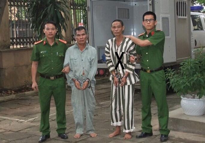 Dẫn giải Hán Văn Nguyên (X) về trại tạm giam.