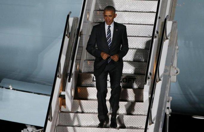 Tổng thống Obama có mặt tại sân bay Tegel ở Berlin. Ảnh: Reuters