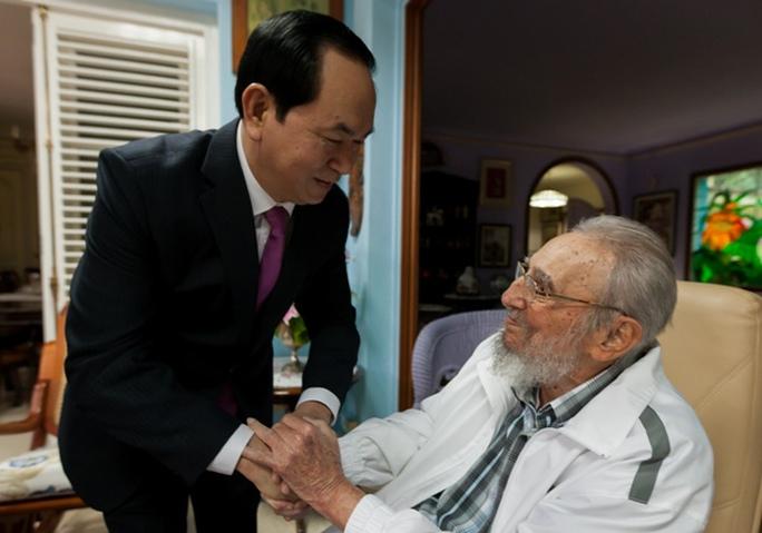 Chủ tịch nước Trần Đại Quang đến chào Lãnh tụ Cách mạng Cuba Fidel Castro - Ảnh: Bộ Ngoại giao