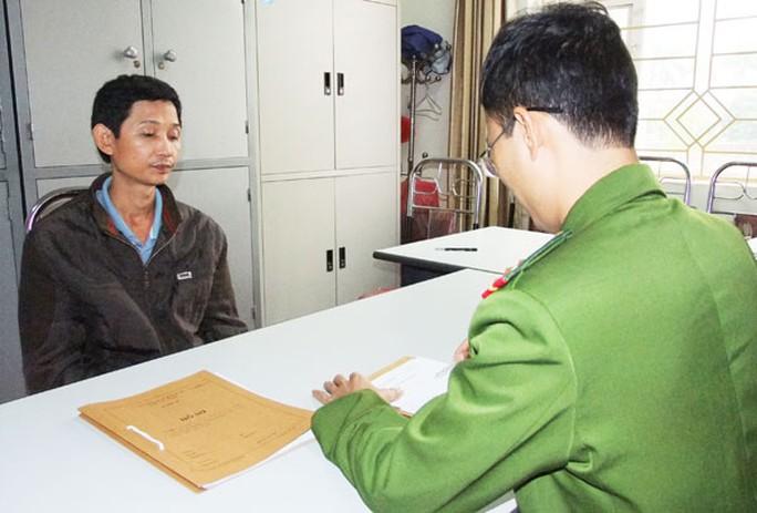 Trần Văn Đoài tại cơ quan cảnh sát điều tra.