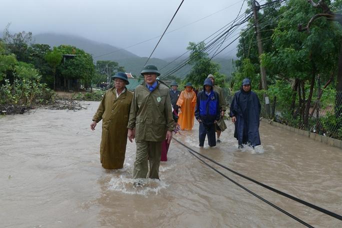 Tỉnh ủy, UBND tỉnh Ninh Thuận đã lập nhiều đoàn công tác xuống các địa phương để chỉ đạo công tác phòng chống lũ lụt