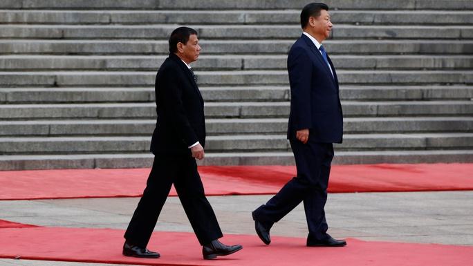 Chủ tịch Trung Quốc Tập Cận Bình gặp Tổng thống Philippines Rodrigo Duterte trong chuyến công du Trung Quốc mới đây. Ảnh: REUTERS