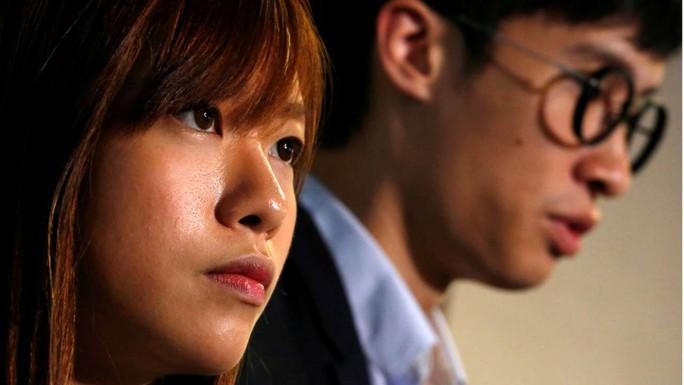Hai nhân vật ủng hộ dân chủ Lương Tụng Hằng (Baggio Leung) và Du Huệ Trinh (Yau Wai-ching) Ảnh: REUTERS