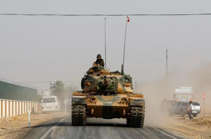 Xe tăng của Thổ Nhĩ Kỳ ở khu vực biên giới Syria – Thổ Nhĩ Kỳ hồi tháng 8 Ảnh: REUTERS