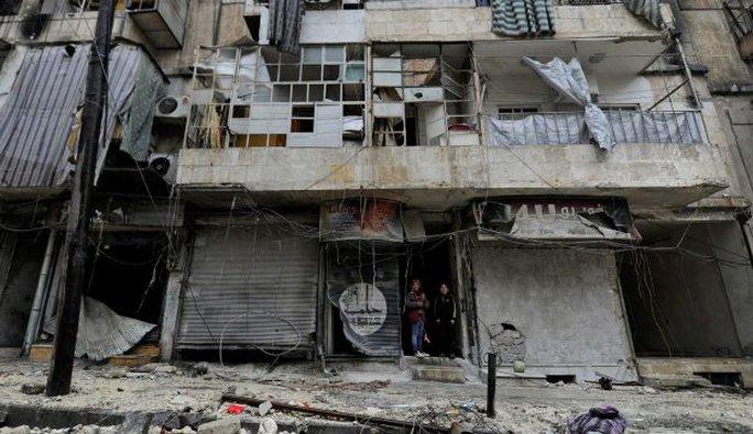 Khu phố al-Shaar ở Aleppo do quân chính phủ kiểm soát tan hoang. Ảnh: REUTERS