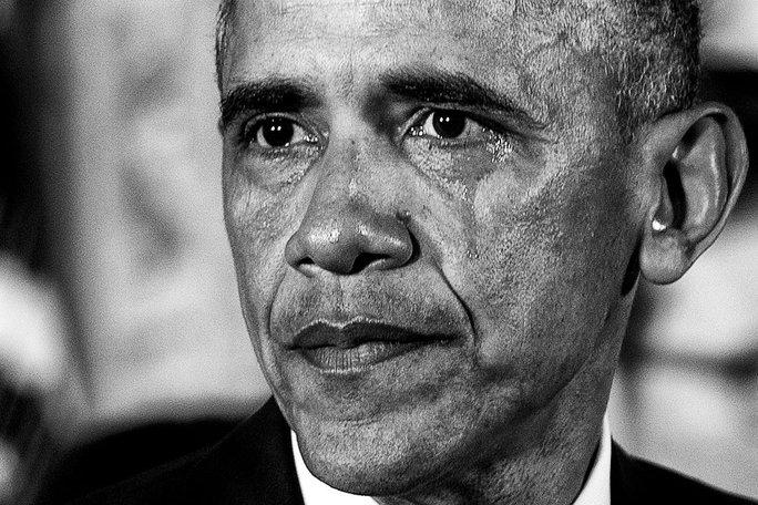 Tổng thống Mỹ Barack Obama lên án bạo lực súng đạn trong nước mắt khi phát biểu tại Nhà Trắng hôm 5-1-2016. Ảnh: New York Times