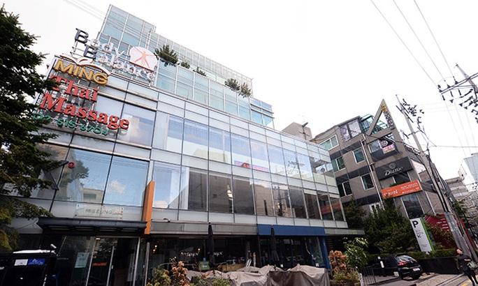 Văn phòng của ông Ko Young-tae, nằm trong tòa nhà bên phải, bên cạnh nhà của bà Choi Soon-sil (Cả hai tòa nhà đều thuộc sở hữu của bà Choi). Ảnh: KOREAN TIMES