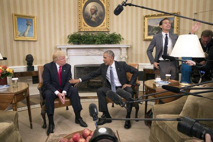 Ông Donald Trump và Tổng thống Obama gặp nhau lần đầu tiên tại Nhà Trắng hôm 10-11. Ảnh: New York Times